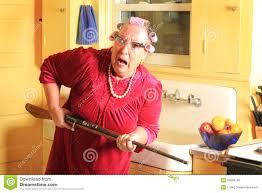mamie cuisine superb cuisine jaune et grise 10 mamie craintive avec le fusil
