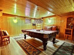 salle de jeux adulte grand duc au chalet en bois rond