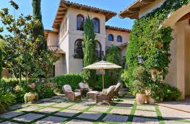 spanish style ranch homes design ideas with spacious courtyard
