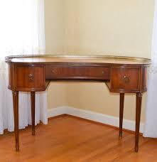kidney shaped executive desk vintage sheraton style kidney shaped desk ebth