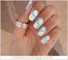 cute daisy nails easy to do with regular design brush and