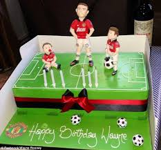 wayne rooney celebrates birthday cake chinese roy