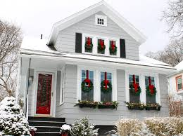 home décor ideas evergreen wreaths on windows wreaths