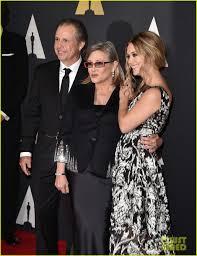 billie lourd accepts her grandma debbie reynolds u0027 honorary oscar