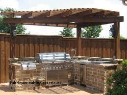 fabriquer cuisine exterieure fabriquer cuisine exterieure cuisine d été extérieure pergola jardin