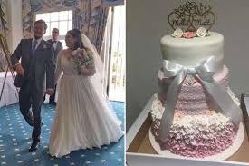 reddit worst wedding stranger spends hours brilliantly fixing a destroyed wedding cake