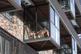 windschutz balkon plexiglas windschutz aus plexiglas pro und kontra