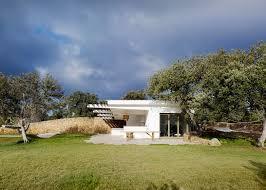 roz barr u0027s modern pool house in the sierra nevada