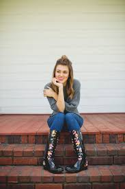 sadie robertson cute dimples celebrities duck dynasty s sadie robertson travels to guatemala donates rain
