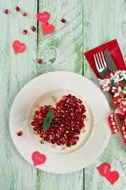 hochzeitstag urlaub salat aus gemüse auf dem tisch urlaub hochzeitstag stockfoto