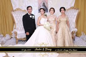 wedding shoes mangga dua andre desy wedding by mozaic photobooth bridestory