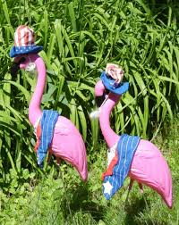 plastic pink flamingos lawn ornaments for garden or yard