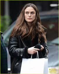 keira knightley goes christmas shopping in nyc with her mom photo