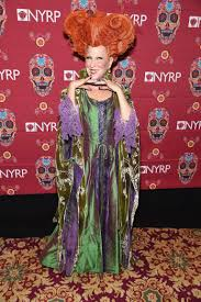 bette midler is really pitching for that hocus pocus sequel