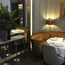 Banquette Moderne by La Table Du Lancaster Une Cuisine Gastronomique Subtile Et