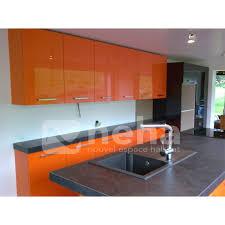 cuisine orange et noir cuisine aménagée laqué de couleur orange neha cuisine franqueville 76