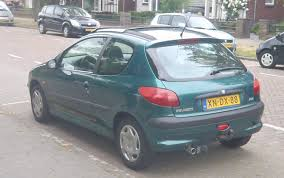 peugeot green file 1998 peugeot 206 green rear back jpg wikimedia commons