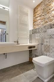 interieur salle de bain moderne mur de pierre comme accent dans l u0027intérieur minimaliste moderne
