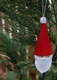 30 wonderful diy felt ornaments for