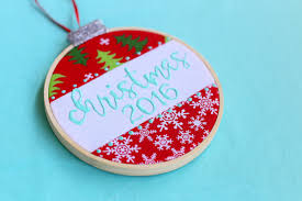 embroidery hoop ornaments diy with sugarbee crafts ilovetocreate