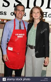 thanksgiving dinner los angeles eric garcetti and amy wakeland admlamissionthanksg13bp134 27