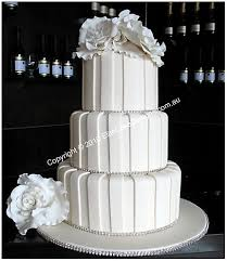 Diamond Wedding Party Decorations Best 25 Ivory Diamond Wedding Cakes Ideas On Pinterest Bling