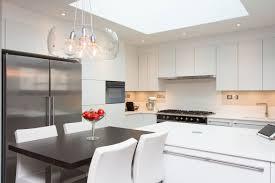 cuisine chaleureuse contemporaine aménagement intérieur rez de chaussée et cuisine idkrea rennes