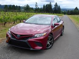 how does the toyota camry hybrid work drive 2018 toyota camry hybrid ny daily