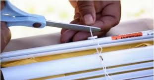 Cutting Blinds Turn Your Old Slatted Blinds Into Roman Shades Tiphero