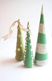 3 easy ways to decorate a cone tree for christmas run to radiance