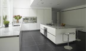 cuisine blanche avec ilot central ordinaire cuisine avec ilot central et coin repas 3 en blanc et
