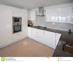 cuisine d appartement intérieur moderne de cuisine d appartement image stock image du