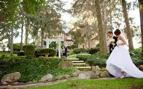 outdoor wedding venues outdoor wedding ceremony locations the inn