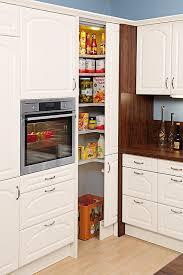 stauraum küche die besten 25 apothekerschrank küche ideen auf