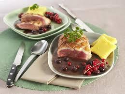 cuisiner les magrets de canard magrets de canard aux fruits rouges et polenta maggi