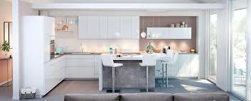 photo cuisine blanche cuisine moderne blanche au design sans poignée ambiance mobalpa