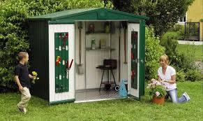 casette ricovero attrezzi da giardino regole e permessi per la costruzione sicura delle proprie casette