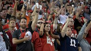 patriots and buccaneers observe moment of silence for las vegas