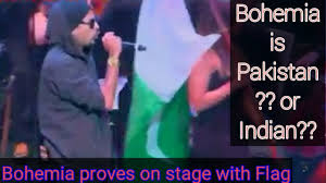 Bohemia Flag Bohemia Is Pakistan Or Indian He Proves On Stage With Flag Youtube