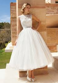 Wedding Dresses For Petite Brides Bride Guide How To Wear Ball Gowns Luna Dress Pulse Linkedin