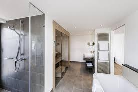 badezimmer mit sauna und whirlpool badezimmer mit sauna grundriss wellnessbad mit sauna wohnideen