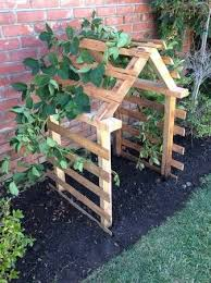 Make Your Own Cucumber Trellis Pallet Trellis Would Love This For My Pea Plants And Cucumber