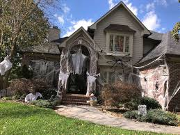 holloween decorations meet the knoxville family whose the top decorations