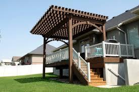 Decks And Pergolas Construction Manual by Pergola Cantilever Roof Extends Shade Beyond Backyard Deck
