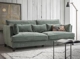 canapé vert le salon passe au vert joli place