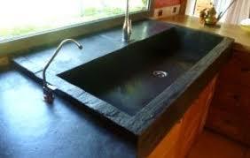 evier cuisine original ardoise cuisine plan de travail carreaux de sol salle de bain