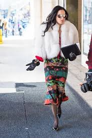 street style for over 40 11 best streetstyle looks by women over 40 featuring prints look