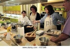 ecole de cuisine 17 ecole cuisine macaron class by ecole de cuisine alain ducasse