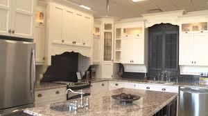 teinture ou laque choisir la bonne finition armoires de cuisine