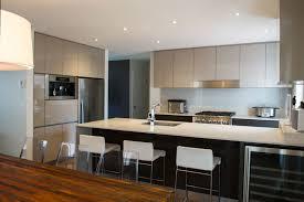 armoire de cuisine stratifié mélamine acrylique stratifié laqué bois quels matériaux